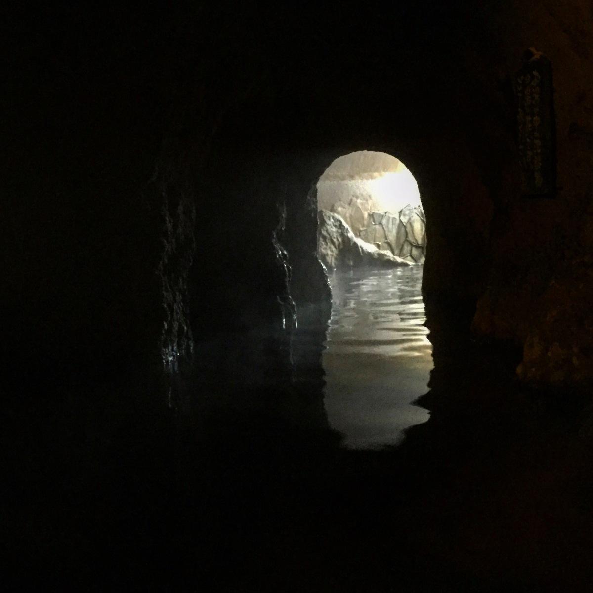 The Yamanoyado Shinmeikan cave onsen, Japan. Experiencing the traditional Japanese spa.