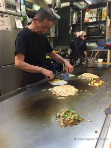 Okonomiyaki: frying the egg