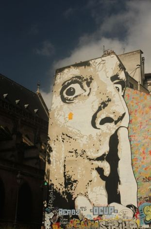 Street art in Paris: Chuuuttt by Jeff Aérosol