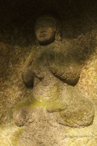 Stone sculpture at Honen-in