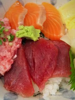 Ultra fresh sushis at the Tsukiji market, Tokyo, Japan
