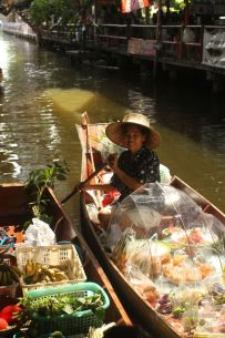 Selling food in the canals of the Khlong Lat Mayom, Bangkok, Thailand