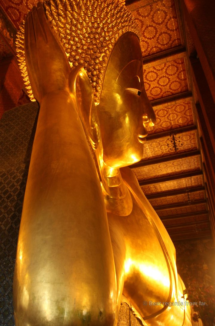 The 2.5-metre wide face of the reclining buddha Wat Pho Bangkok : bangkok reclining buddha - islam-shia.org