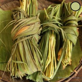 Natural dyeing: boil the lemongrass to get the colour
