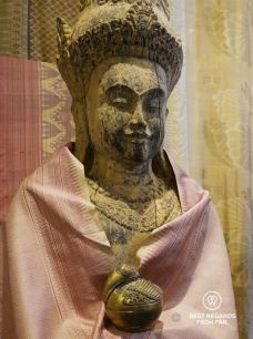Delicate and elegant golden silk pieces, Golden Silk Pheach, Siem Reap, Cambodia