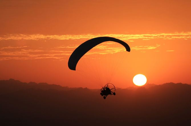 Paramotor desert sunrise4