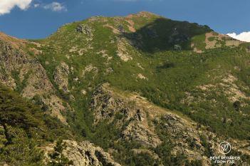 Refuge d'Ortu di u Piobbu in sight, GR 20, Corsica, France