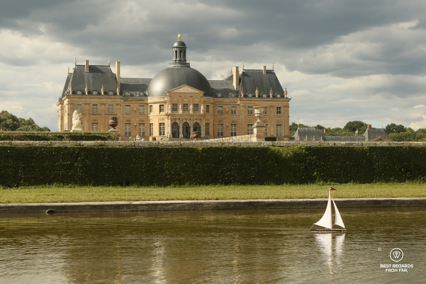 Castle of Vaux-le-Vicomte and its water pieces in which a model boat sails.