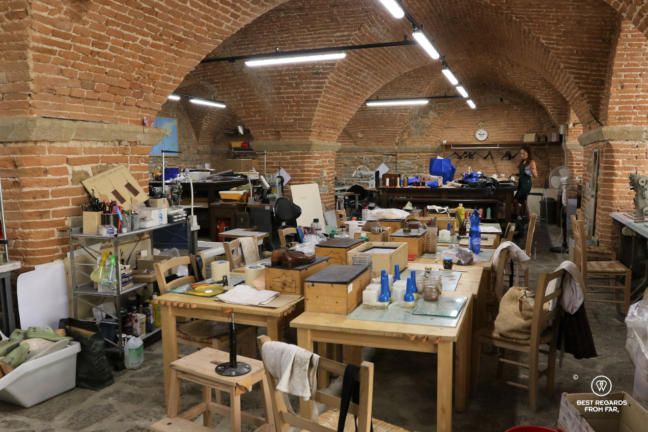 The crafts of Florence: the workshop for students of the leather school.