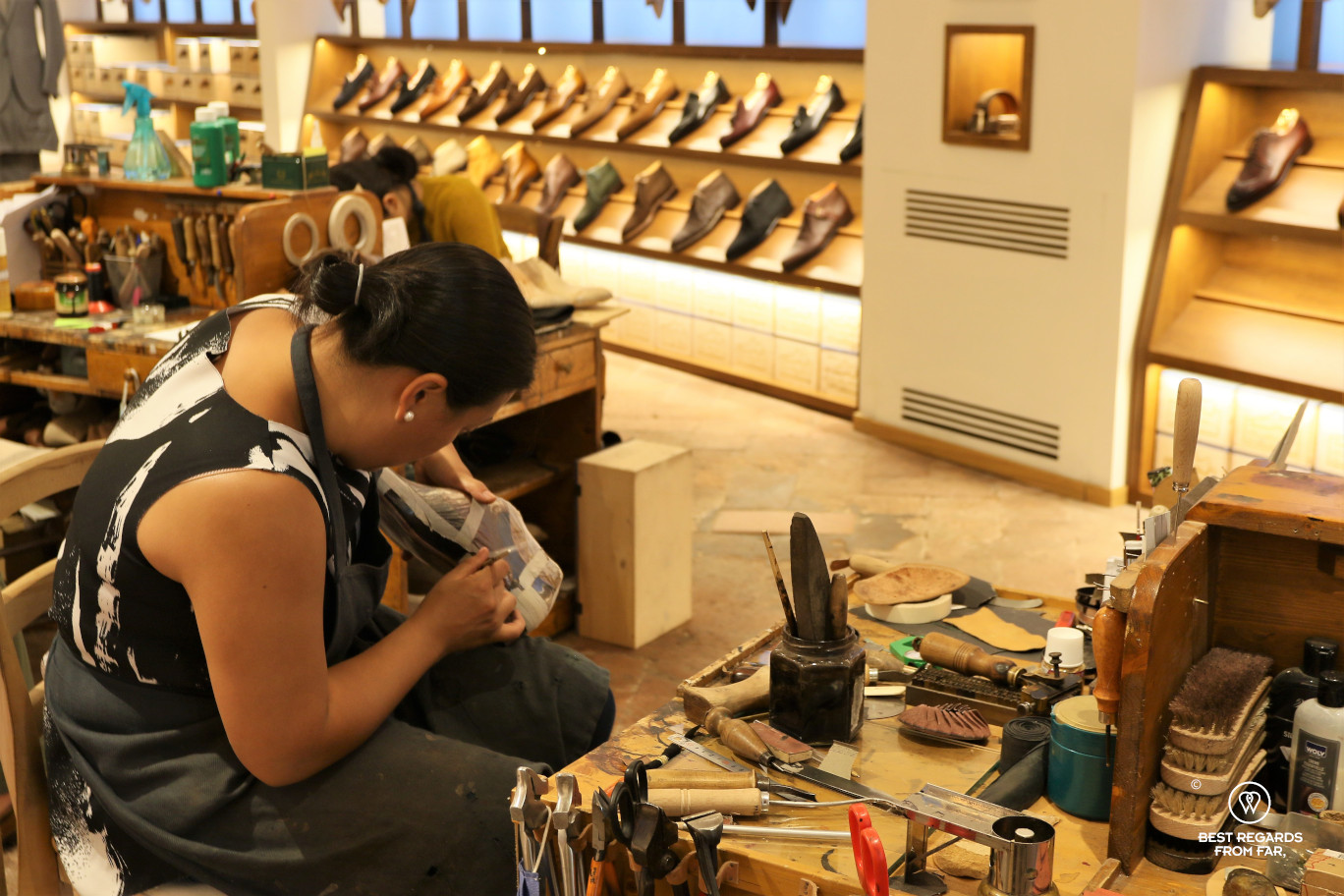 The crafts of Florence: making a leather shoe.