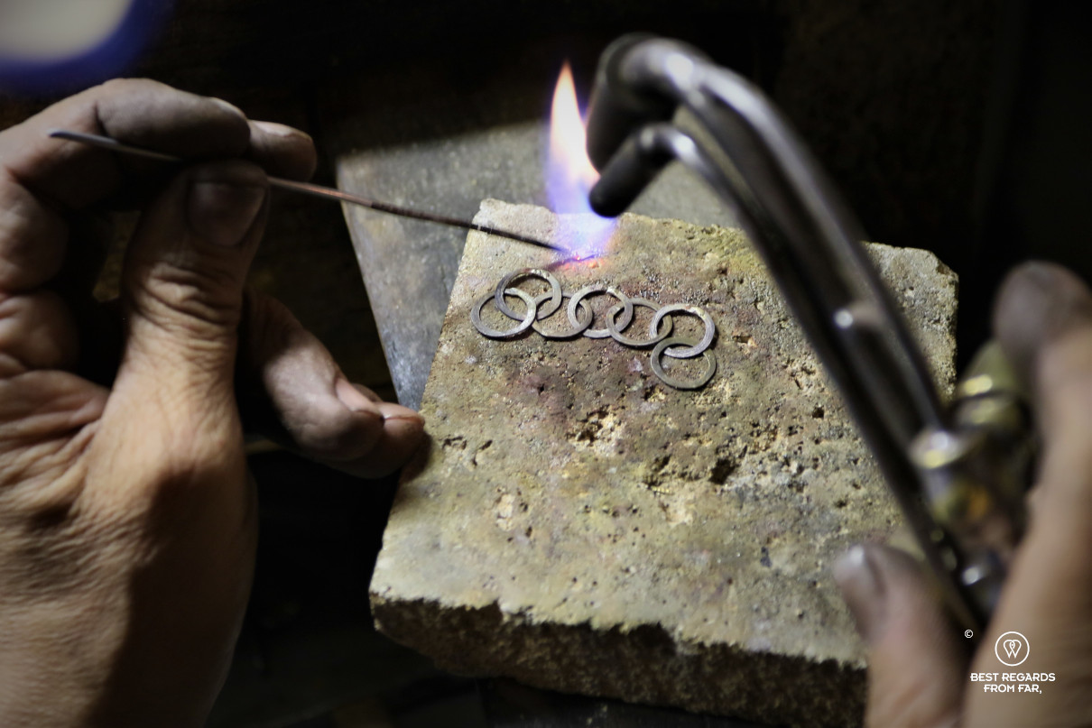 The crafts of Florence: making a piece of jewellery by the goldsmith Nerdi.