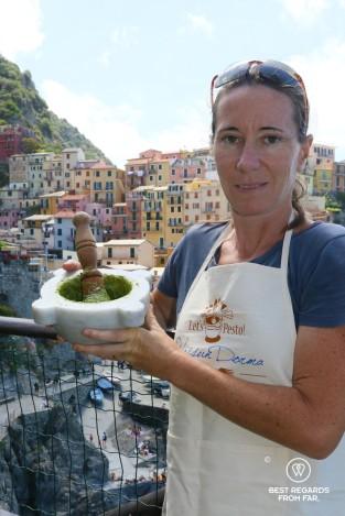 Making pesto with a view on Manarola at Nessun Dorma in Cinque Terre, Italy