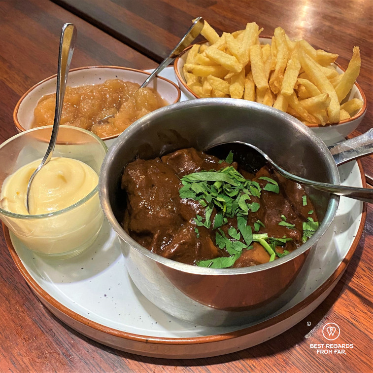 Table with fries, a beer stew, and mayonaise