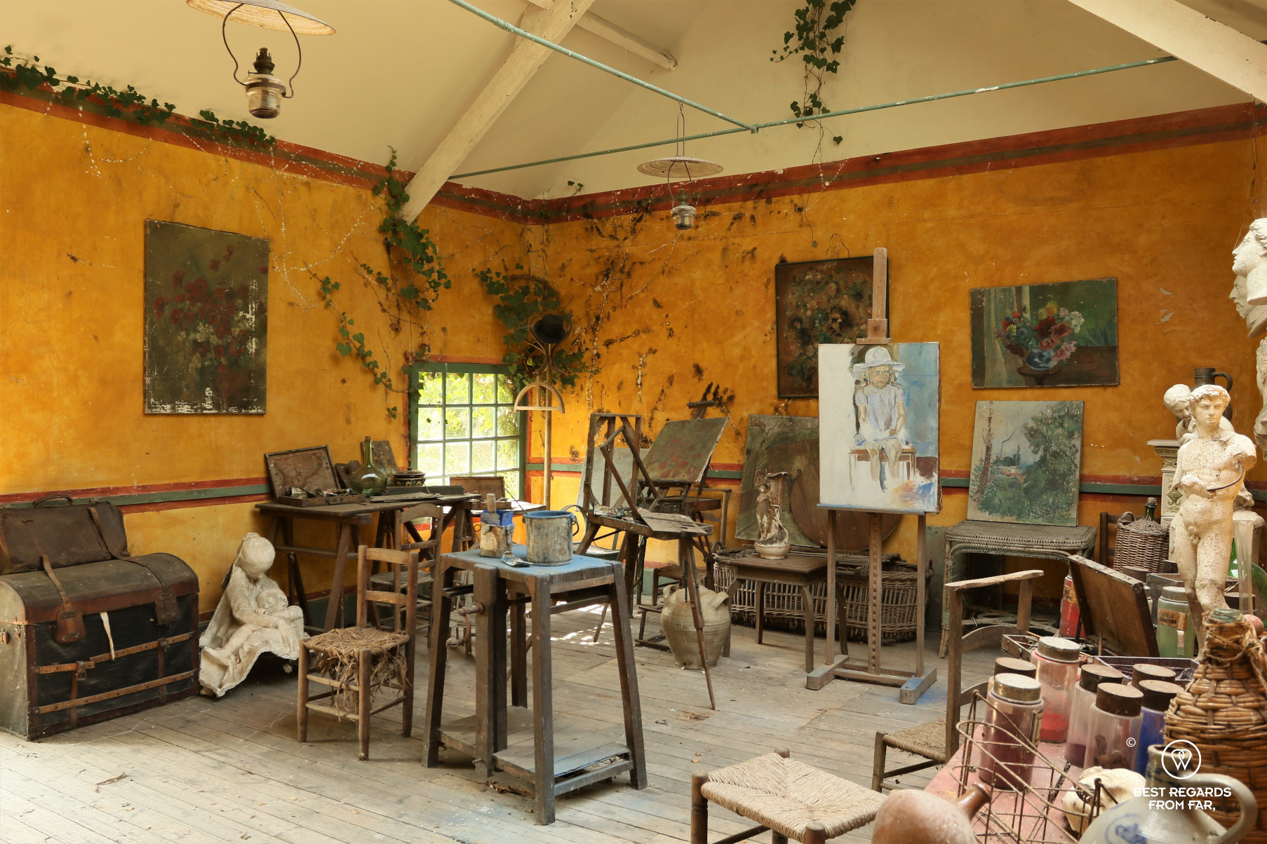 The sutio of painters in Ancien hôtel Baudy, Giverny, France