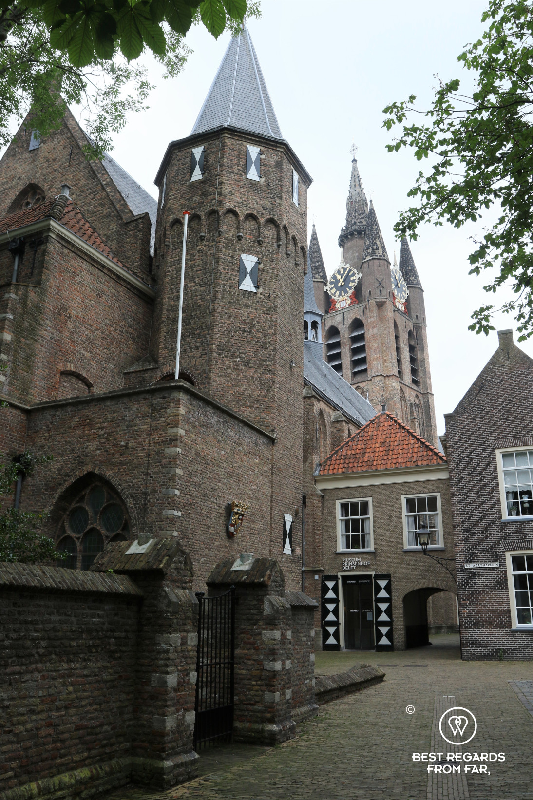 The prinsenhof with the Old Church in the background, Delft